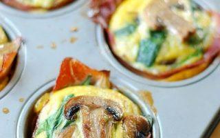 jajeczne babeczki ze szpinakiem