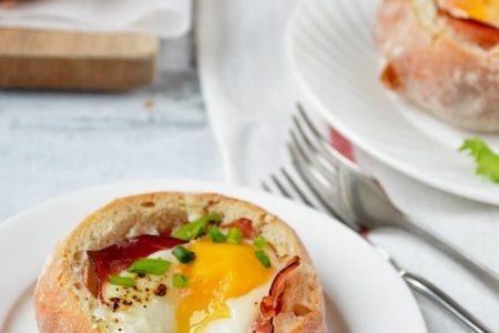 jajko zapiekane w bulce