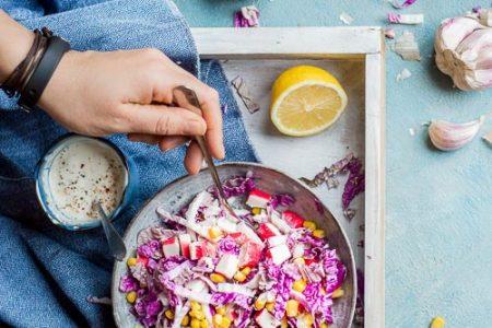 salatka z kapusty pekinskiej z surimi