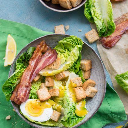 salatka cezar z jajkiem
